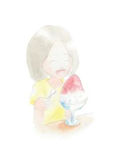 かき氷を食べる女の子の写真素材 [FYI00216149]