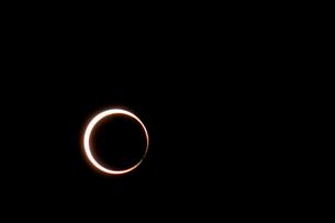 2012年5月21日 金環日食のベイリーズビーズの写真素材 [FYI00216640]