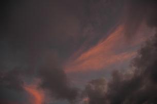 夕焼けに燃える空の素材 [FYI00216773]
