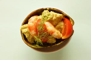海老とアボカドのカクテルサラダの写真素材 [FYI00218101]