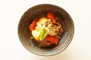 トマト肉じゃがの写真素材 [FYI00218102]