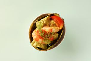 海老とアボカドのカクテルサラダの写真素材 [FYI00218106]