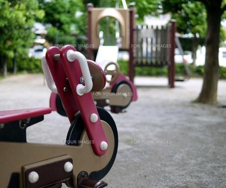 自転車・バイク型の遊具の写真素材 [FYI00218143]