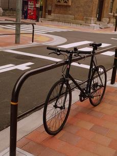 歩道にある自転車の写真素材 [FYI00218201]
