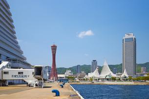 神戸港 ポートタワーとメリケンパークの写真素材 [FYI00218576]
