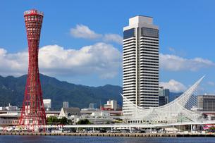 神戸港 ポートタワーとメリケンパークの写真素材 [FYI00218582]