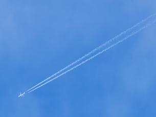 飛行機雲の素材 [FYI00219401]