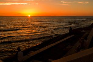北谷町の夕日の写真素材 [FYI00219939]