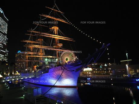 夜の港:横浜:みなとみらい:日本丸の写真素材 [FYI00220320]