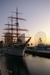 港の朝:横浜:みなとみらい:日本丸の写真素材 [FYI00220329]