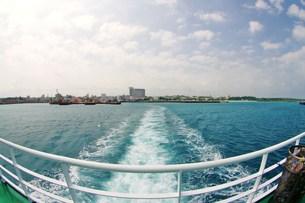 沖縄:宮古島:船出の写真素材 [FYI00220357]