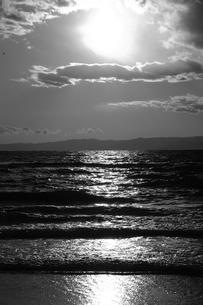 【江の島の風景】:片瀬西浜の夕暮れ。の写真素材 [FYI00220408]