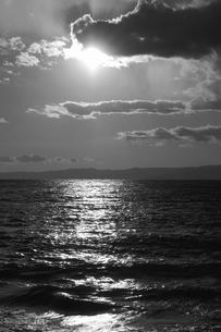 【江の島の風景】:片瀬西浜の夕暮れ。の写真素材 [FYI00220417]