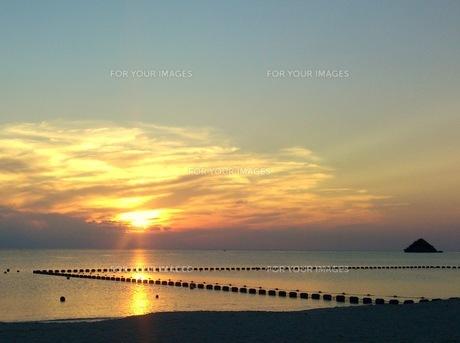 沖縄本島:奥間ビーチ:夕陽の素材 [FYI00220503]