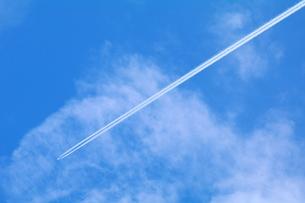飛行機雲の写真素材 [FYI00221359]