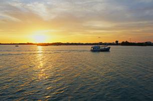 タイ 港の夕暮れ at sunset inThailandの写真素材 [FYI00221364]