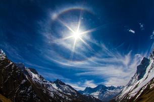 ヒマラヤの太陽と空の素材 [FYI00222055]