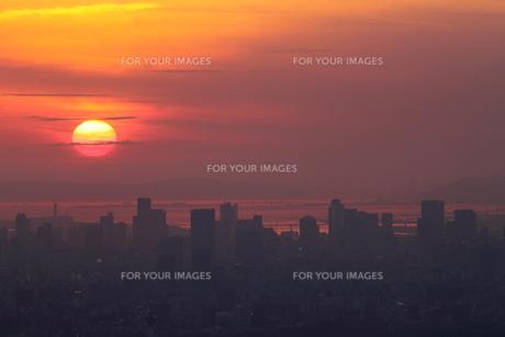 夕日と街並みの写真素材 [FYI00222208]