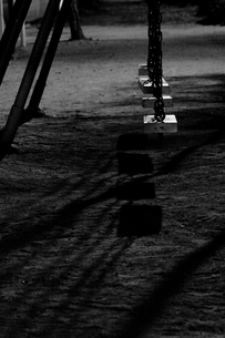 夜の公園のブランコの写真素材 [FYI00222228]