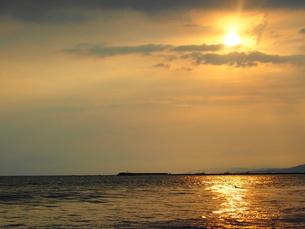 夕焼けの海辺の写真素材 [FYI00222357]