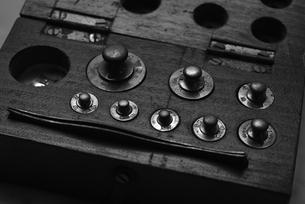 ヴィンテージの分銅セットの写真素材 [FYI00222412]
