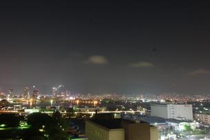 神戸ポートアイランドから望む神戸の夜景の写真素材 [FYI00222443]