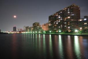 HAT神戸ジョギングコースのライトアップの写真素材 [FYI00222456]