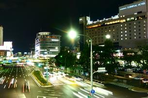 神戸三宮駅前交差点の夜景の写真素材 [FYI00222471]