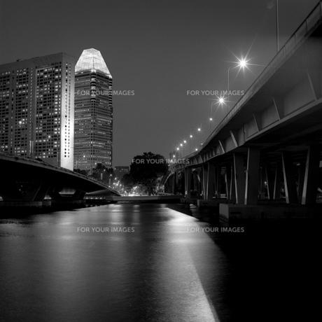 シンガポール 都市部の夜景の写真素材 [FYI00222500]