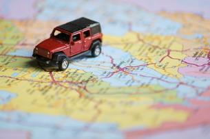 車と地図の写真素材 [FYI00222845]