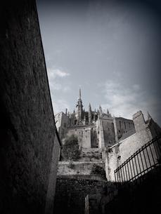 ≪海外≫路地裏から見上げる修道院の素材 [FYI00222864]