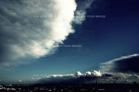 3重の雲の素材 [FYI00222941]