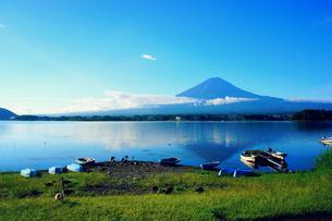 早朝の富士山の写真素材 [FYI00222942]