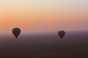 夜明けの空の旅の写真素材 [FYI00222977]