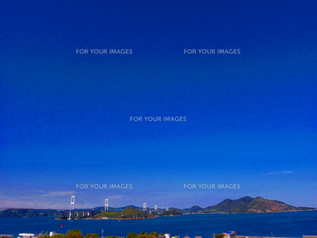 夏の明石海峡大橋の写真素材 [FYI00223018]