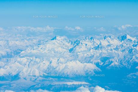 飛行機から見た雪山の写真素材 [FYI00223128]