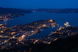 ベルゲン港の夜景の写真素材 [FYI00223151]