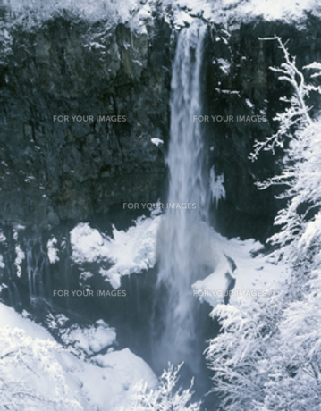 冬の華厳の滝の写真素材 [FYI00223335]