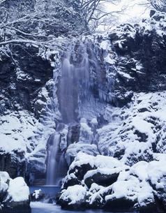 冬の奈曾の白滝の写真素材 [FYI00223350]