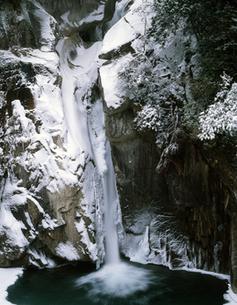冬の牛ヶ滝の写真素材 [FYI00223357]