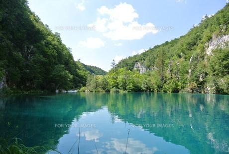 プリトヴィッツェ国立公園湖群の写真素材 [FYI00223461]