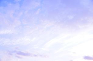 秋の青紫の空の写真素材 [FYI00224014]