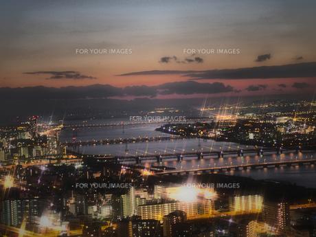 淀川河口の夕景〜夜景の写真素材 [FYI00224034]