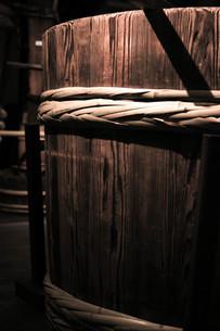酒造の木桶の写真素材 [FYI00224038]