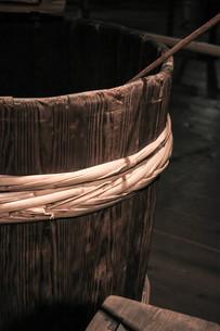 酒造の木桶の写真素材 [FYI00224044]