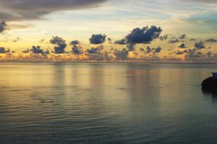 夕闇迫る南国の海の素材 [FYI00224163]
