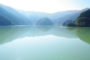 静寂なる湖の写真素材 [FYI00224267]
