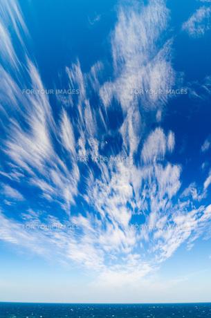 青空に流れる雲の素材 [FYI00224281]