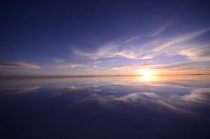 「UYUNI」ウユニ塩湖の写真素材 [FYI00224331]