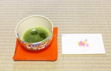 抹茶と菓子の写真素材 [FYI00224345]